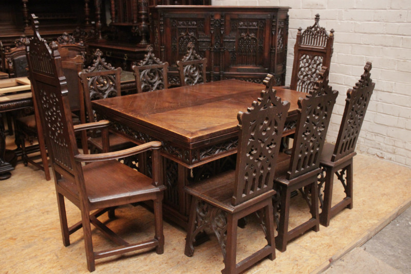 10pc Gothic Style Dinning Set In Oak