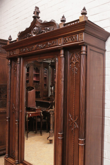 & 4 pc gothic style bedroom in walnut - Bedrooms - Houtroos