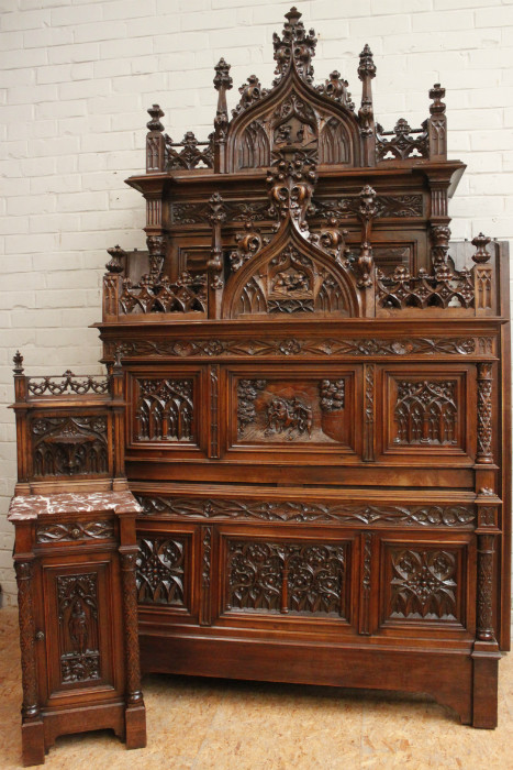 Gothic walnut gothic bedroom set bedrooms houtroos for Gothic style beds for sale