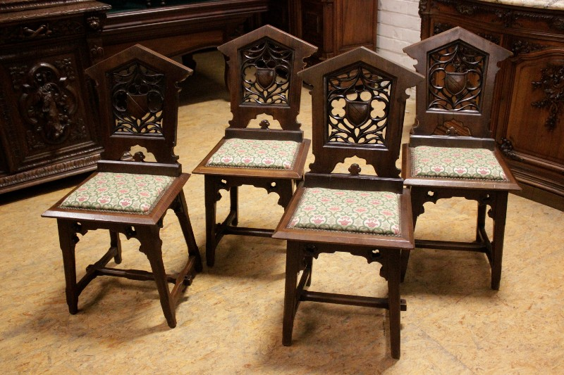 Set of 4 gothic chairs in walnut & Set of 4 gothic chairs in walnut - Seats - Houtroos
