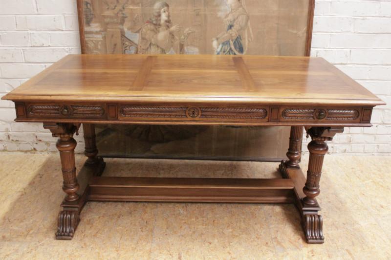walnut henri ii desk table desks houtroos. Black Bedroom Furniture Sets. Home Design Ideas