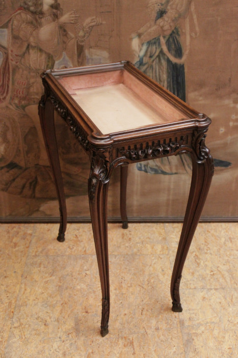 Walnut louis xv display table with beveled glass 501 - Table de chevet louis xv ...